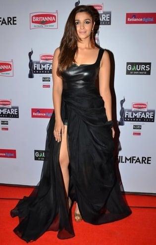 aliabhatt in red carpet at the 60th britannia filmfare awards