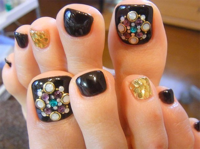Simple Nail Art for Long Toenails