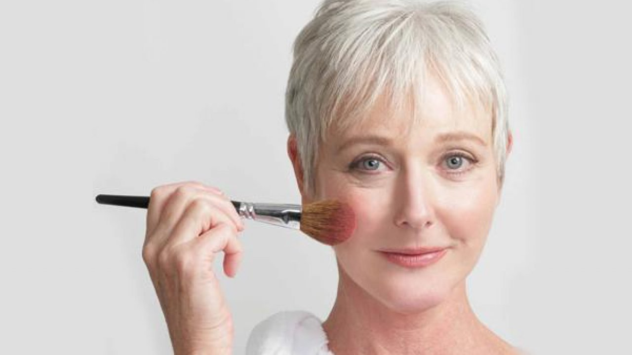11 Professional Makeup Tips For Older Women Who Use Minimal Makeup