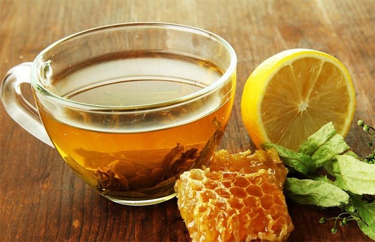 Sie haben von Honig für Behandlung mit Mitessern gehört? Hier ist der Scoop