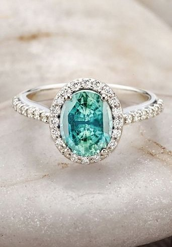 B lue sapphire engagement ring