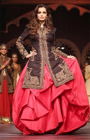 Dia Mirza walks for Raghavendra Rathore
