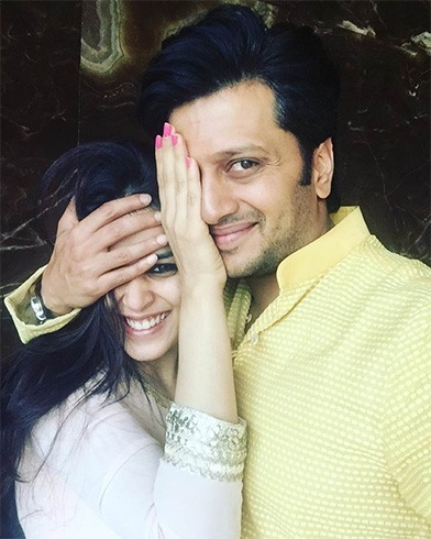 Riteish Deshmukh and Genelia selfie