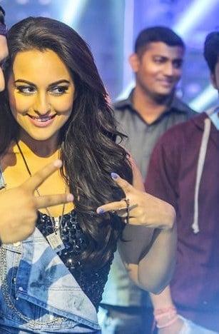 Sonakshi Sinha nails