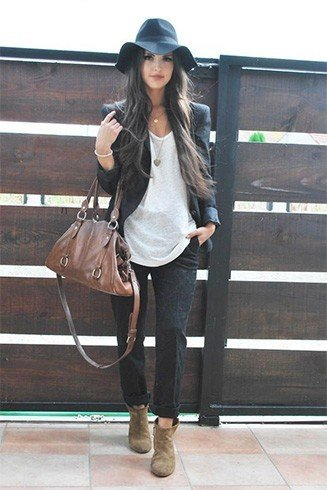 Boho style way of wearing blazer