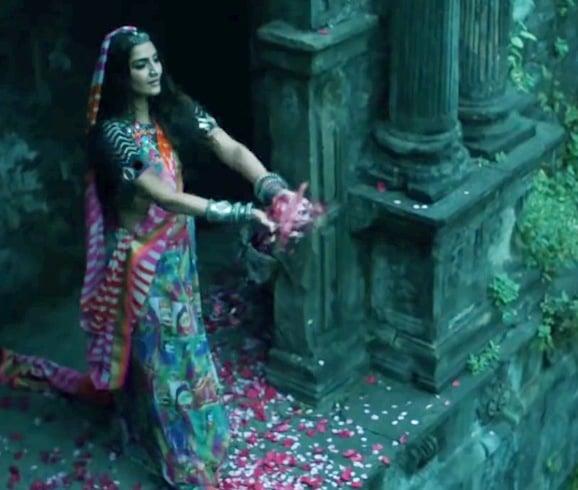 Sonam Kapoor in Mayyur Girotra lehenga
