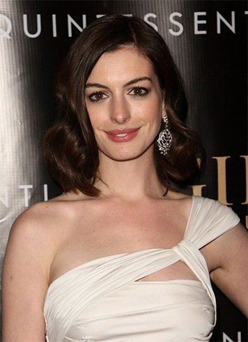 Anne Hathaways Shoulder Length Hair