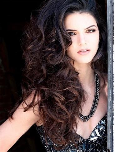 Kendall Jenners Voluminous Hair