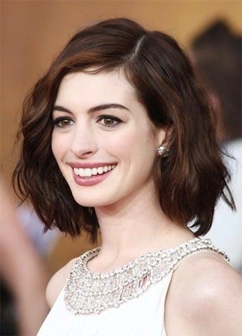 Anne Hathaway Frisuren, die leicht repliziert werden können