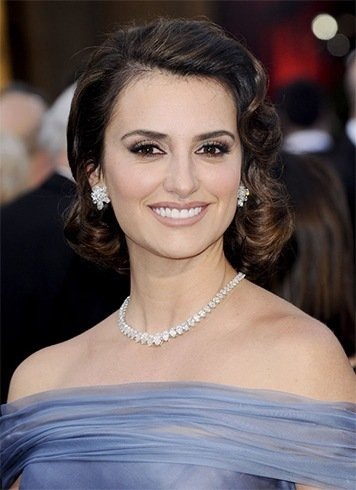 Penelope Cruz Wears Short Hair
