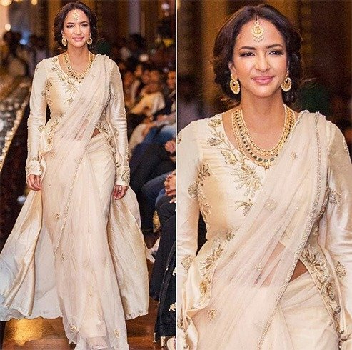 Lakshmi Manchu in cream shade net sari