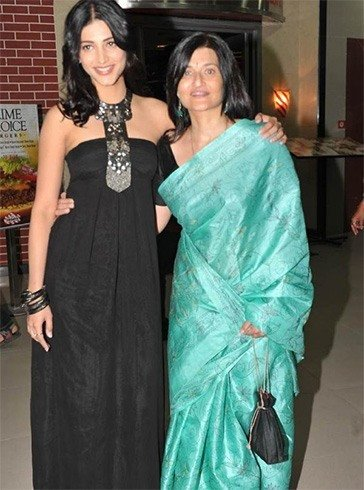 Sarika with Shruti Haasan