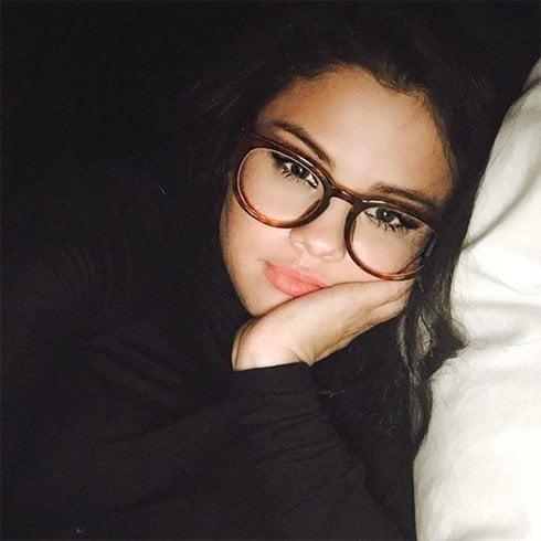 Selena Gomez round frame-specs