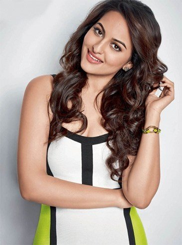 Sonakshi Sinha curly hairstyle