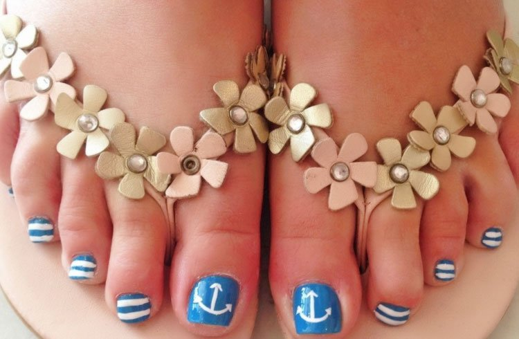 Anchor - 35 Easy Toe Nail Designs That Are Totally Worth Your Time