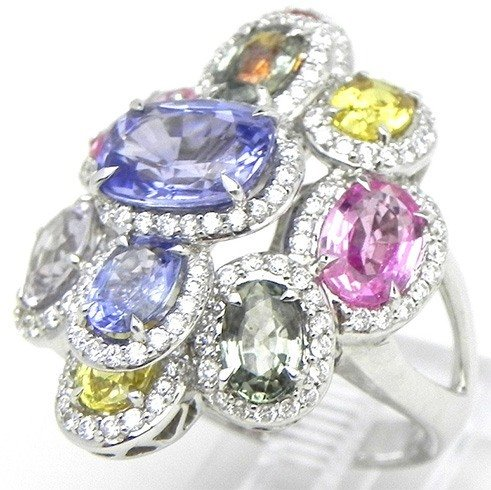 Colors in diamond ring