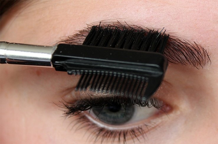 how to cut eyebrows with scissors