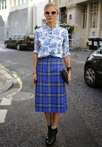 Tartan skirt with printed shirts
