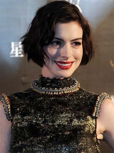 Anne Hathaway Short Wavy Curly Bob