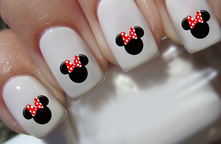Minnie Mouse Christmas Nails