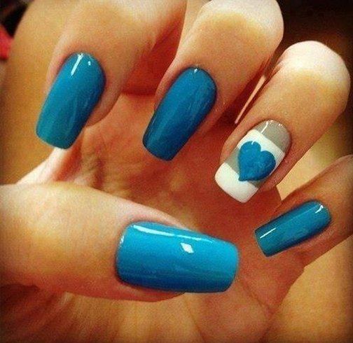 Simple Nail Art In Blue