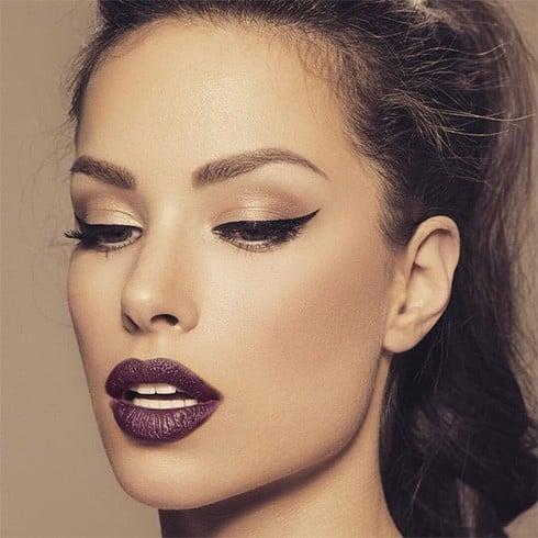 Caramel eyeshadow with straight eyeliner