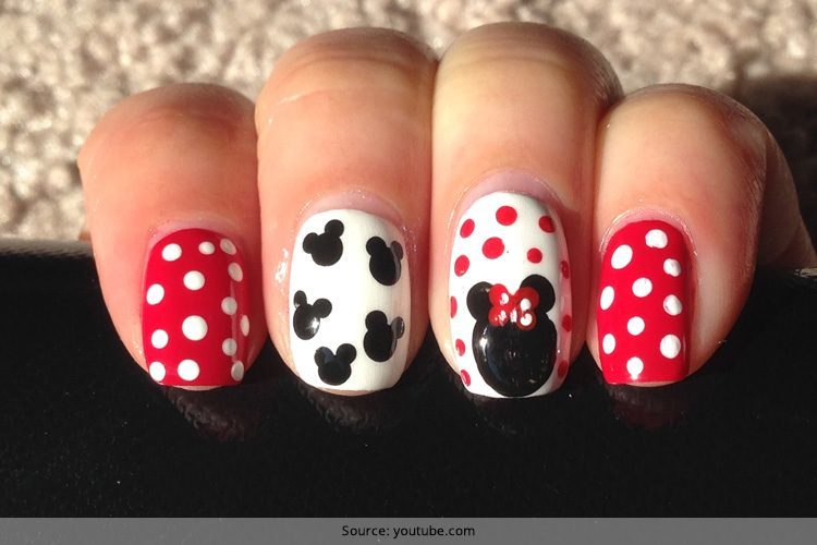minnie mouse nails - Disney Christmas Nails