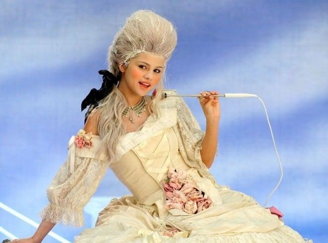 Selena Gomez wig