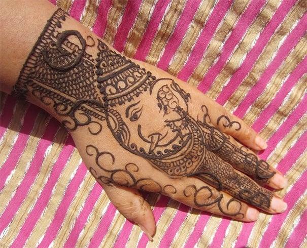 Easy Ganapati Mehendi Design