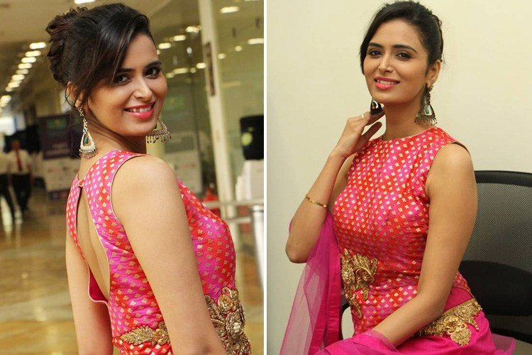Meenakshi Dixit at Hi Life Luxury Exhibition Launch