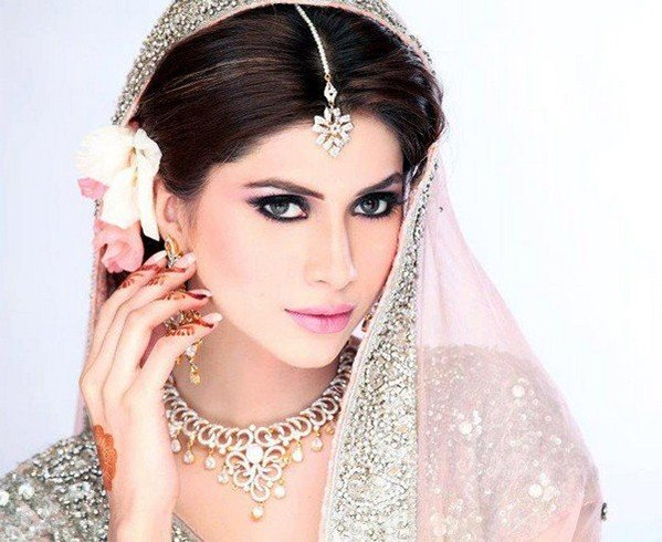 Pakistani Bridal Makeup Tips Unveiled For The Engagement Parties