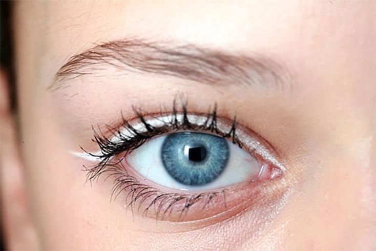 White Eyeliner Look