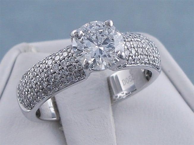 Round Shaped Diamond Ring cut