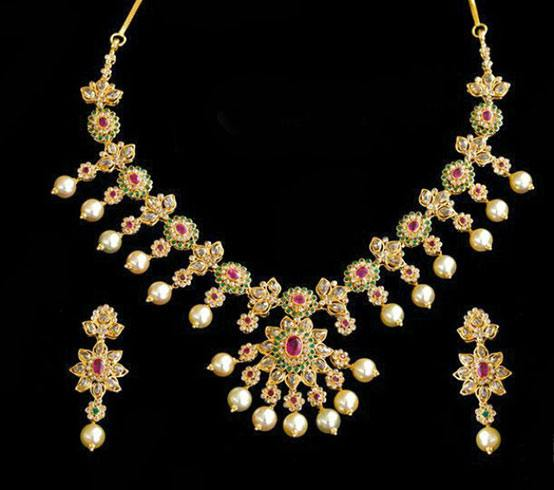Floral Uncut Diamond Necklace