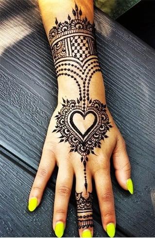 Heart-Henna-designs