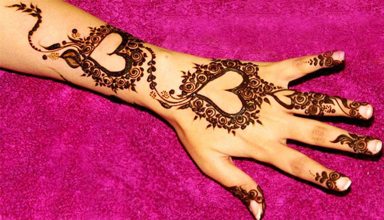 Heart Mehndi For Beautiful Hand