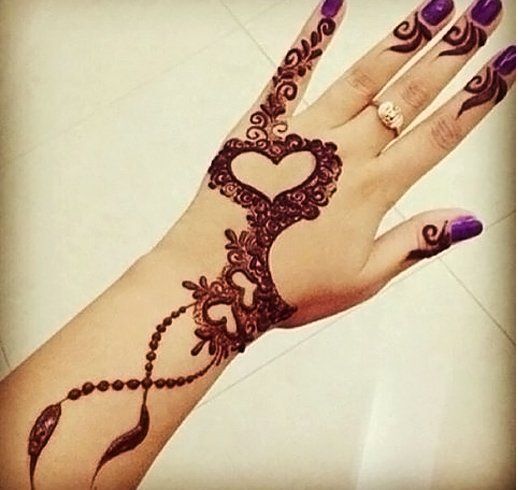 10 Heart Shaped Mehndi Designs For Your Loved Ones