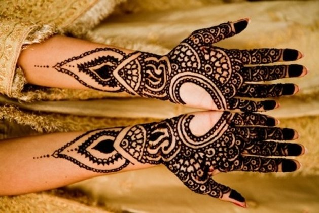 Heart shaped mehndi designs For Wedding.