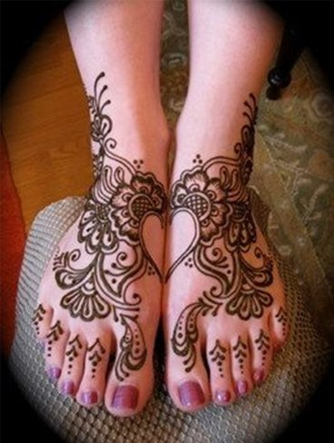 Hearty Feet Heart Mehndi Designs