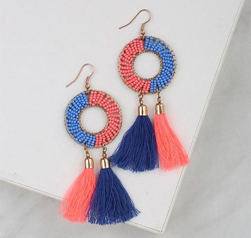 Tassel earrings to dress the ears