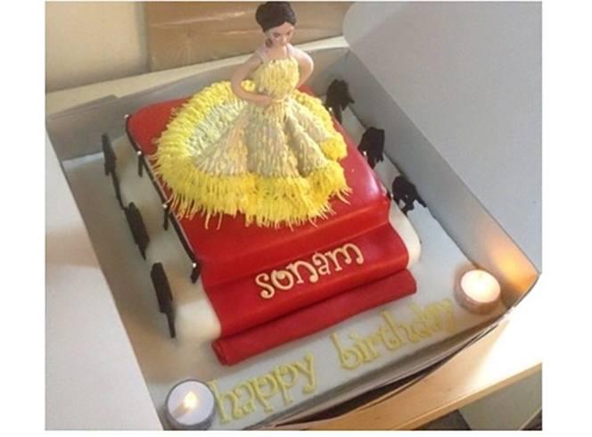 Sonam Kapoor Birthday Cake