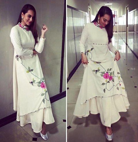 Sonakshi Sinha flaunting her JuttiChoo