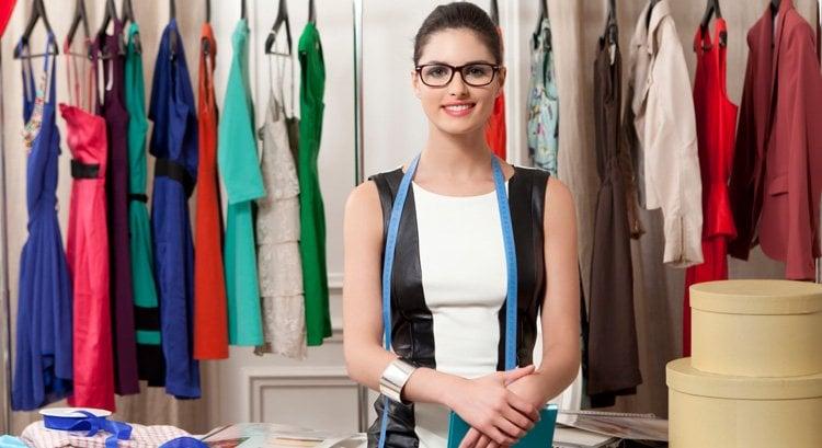 Who Is A Fashion Stylist