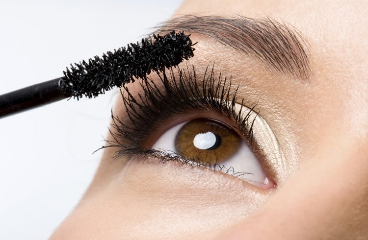 Knowing about Eyelash Mascara is important. Waterproof mascara special for rainy wedding