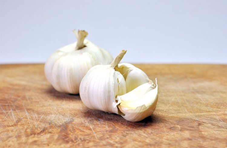 Garlic for How to get water in of ears