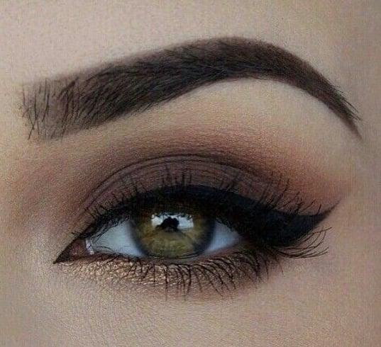 Matte taupe eyeshadow