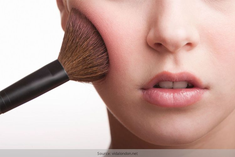Dangers Of Dirty Makeup Brushes