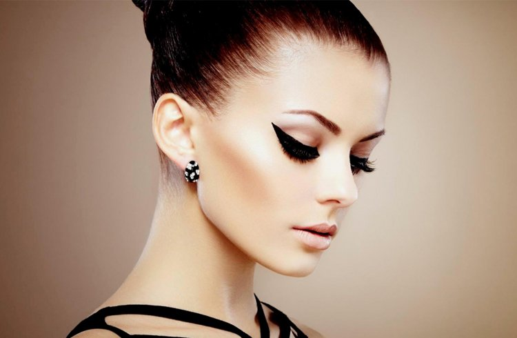 Cat Eye Makeup for woman