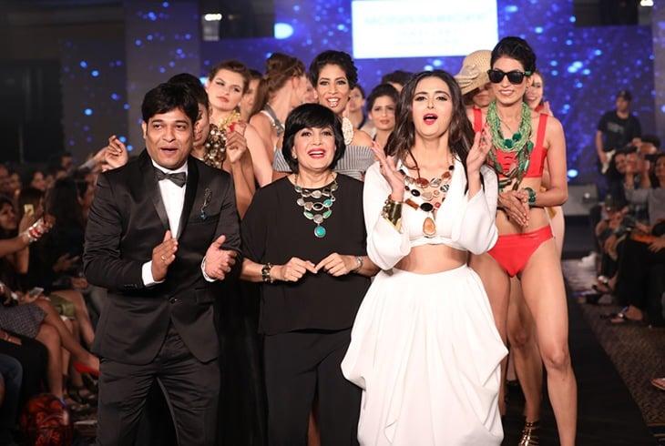 Niraj Jawanjal with Mona Shroff and Minakshi Dixit at IIFW