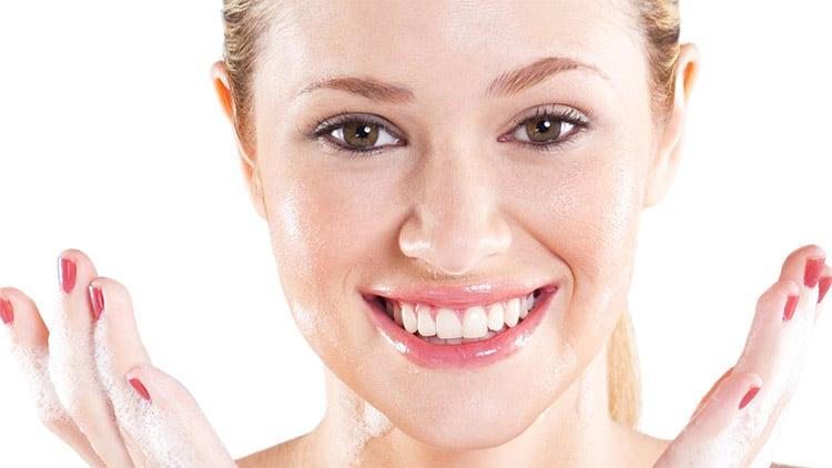 Olive oil to moisturize skin
